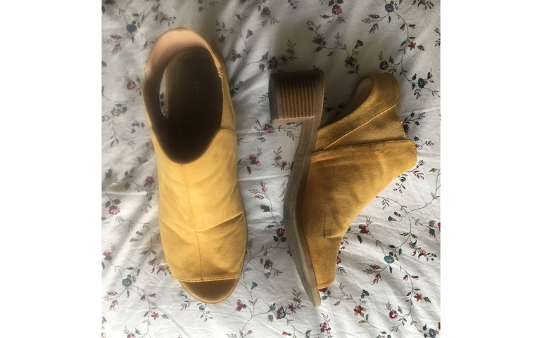 yellow sandalss